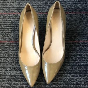 Prada tan patent leather heels - size 39.5